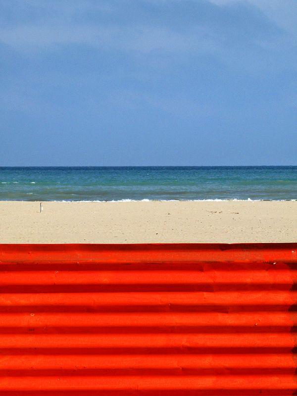 rimini #sea #beach #blue #red #colors #horizon #photo #tommymorosetti