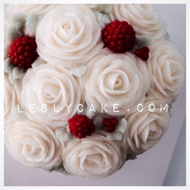 #buttercream flowerCake #christmas cake www.leslycake.com