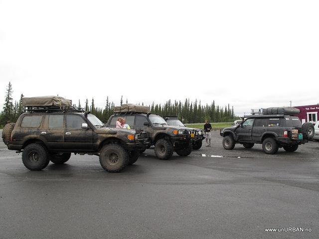Nice expo vehicles with ARB bull bars.  #overlanding #ARB #bullbar