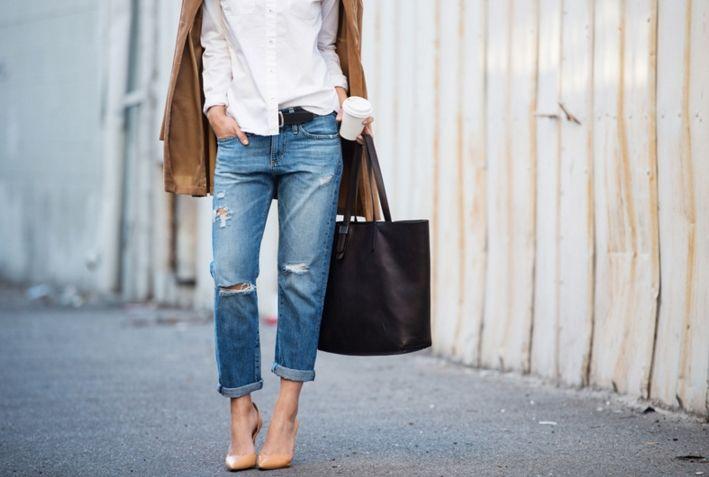 «Бойфренды» (boyfriend fit) Вы когда-нибудь облачались в вещи своего парня? В рубашку, скажем… Да, велико, спадает, но есть в этом особый шик и сексуальный подтекст. Так вот с джинсами-бойфрендами похожая ситуация: модель вроде классическая, но покрой явно мужской, а также общее впечатление, что вещь на несколько размеров больше. И при всем при этом «бойфренды» выглядят невероятно притягательно и стильно.