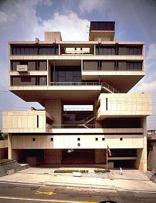 在日クウェート大使館(1970)丹下健三。 メタボリズム建築。