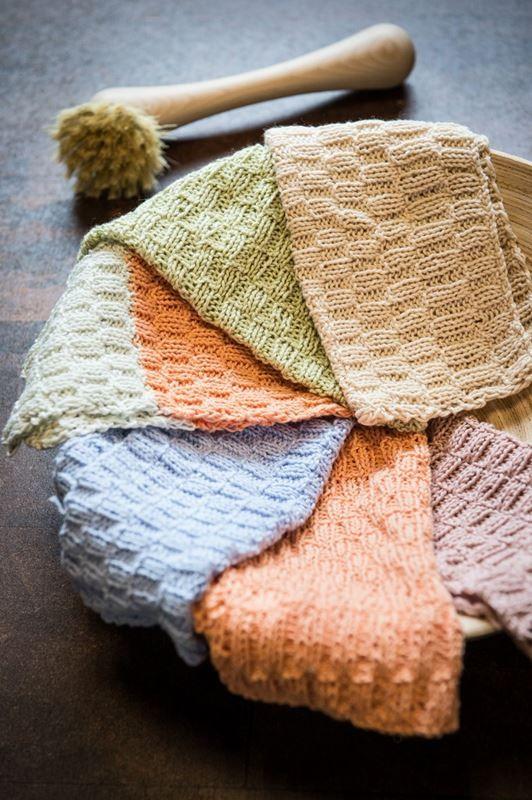 <p>Disse lækre vaskeklude er lavet i Mayflower 8/4 Egyptisk 100% Økologisk Bomuld. Med denne strikkeopskrift kan du strikke to karklude