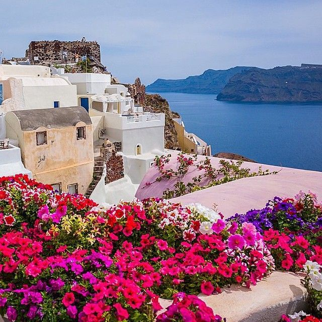 The beautiful island of #Santorini! #KeyTours #Greece Photo credits: @ararwuiteturadesign