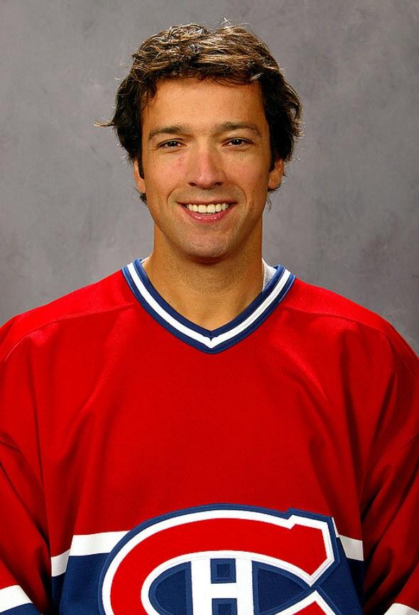 Stéphane Quintal est un défenseur grand format natif de Boucherville, dans la province du Québec. Il est choisi 14e (première ronde) par les Bruins de Boston au repêchage de la Ligue Nationale de Hockey de 1987. Entre 1989 et 1995 Quintal joue pour Boston, les Blues de St-Louis et les Jets de Winnipeg. Le 8 juillet 1995, au moment de la séance de repêchage amateur, il est échangé aux Canadiens de Montréal par Winnipeg en retour d'un choix de 2e ronde de Montréal (Jason Doig).