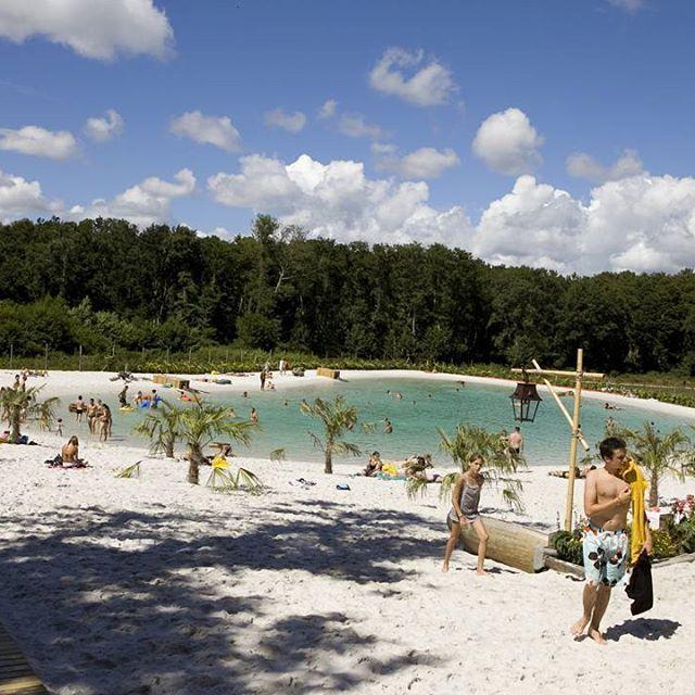 Zwembad of zwemlagune? #lagune #strand #zwemplezier #camping #vacansoleil // Piscine ou lagon ? #lagon #plage #plaisirsaquatiques #camping #vacansoleil 🏊🌞