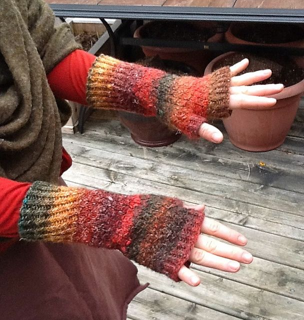 Scale-Pattern Mitts - http://www.ravelry.com/projects/SandyHam/scale-pattern-mitts