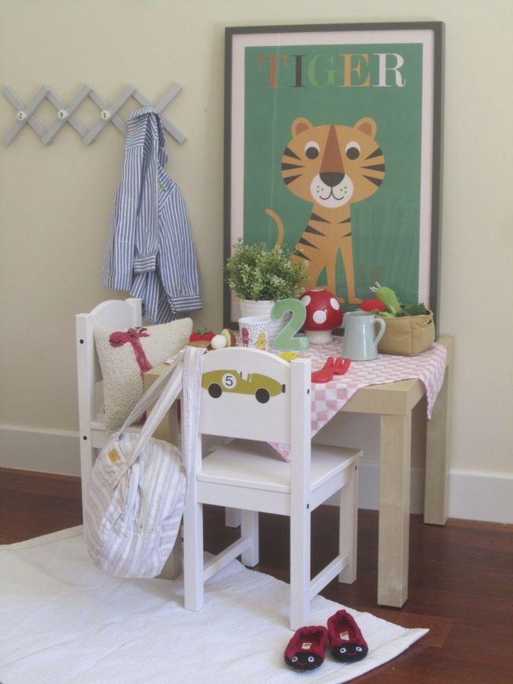 Habitación infantil con zona de juego