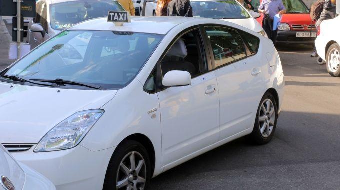 """Taxi, associazioni presentano ricorso contro Uber per """"immediato blocco"""""""