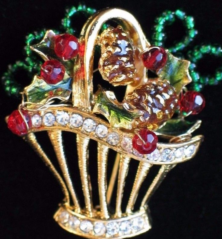 NWT TC RHINESTONE CHRISTMAS HOLLY BERRY PINE CONE BASKET BROOCH JEWELRY MOVABLE  #TC #PinBroochJewelry
