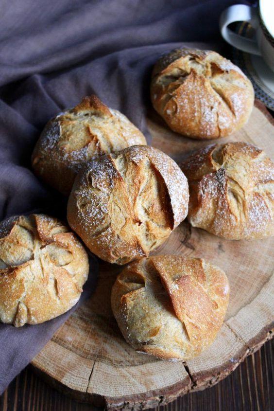 Hallo Ihr Lieben ❤️ Wir haben das Brot und Brötchen backen mit gaaaanz wenig Hefe für uns entdeckt. Ein wirklich gutes Brot oder Brötchen zu backen benötigt Zeit und Geduld! Wer sich einmal diese n…