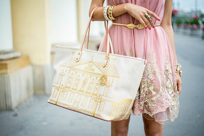 #fashionblogger #macademiangirl #lovemoschino #riccardo #gold #lace Macademian girl in her rich, golden lace look with Love Moschino bag from Riccardo.