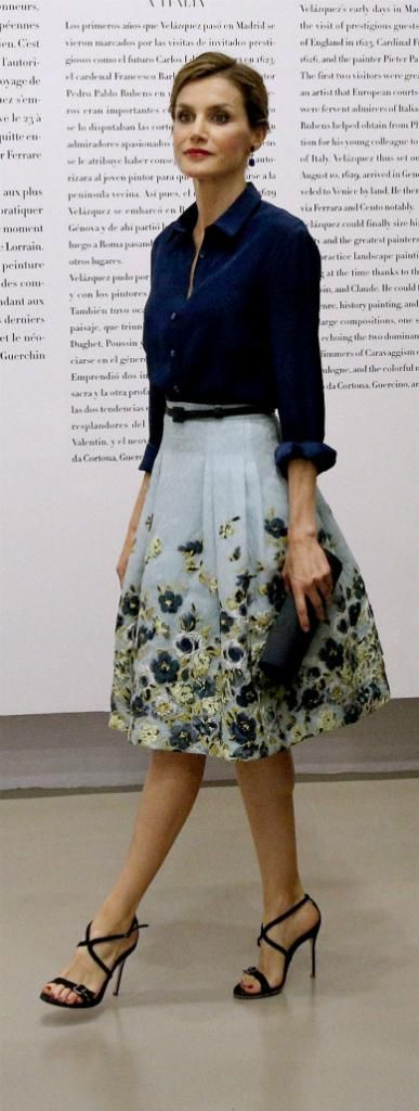 Queen Letizia - Carolina Herrera blouse, skirt and sandals. 1950's style. #lady