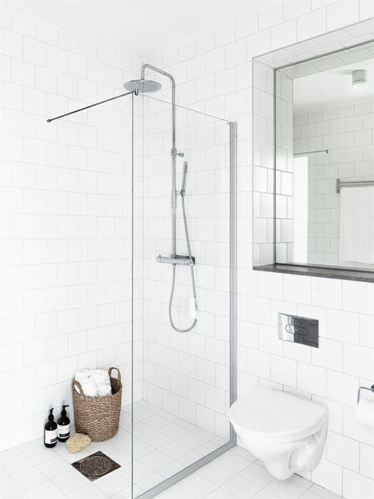 Så här skulle vårt badrum kunna se ut. Inbyggd spegel bakom toaletten?