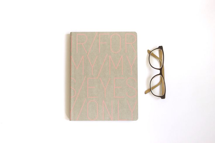 Flatlay Nuuna notitieboek For My Eyes Only. Glases, bril. Notebook, journal. Available at www.mylovelynotebook.nl