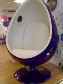 Egg chair with build in speakers.... got to have it!!