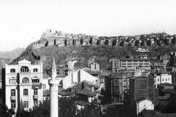 Zincirli Camii minaresinden Ankara Kalesi ne bakış Eski Ankara Fotoğrafları 1