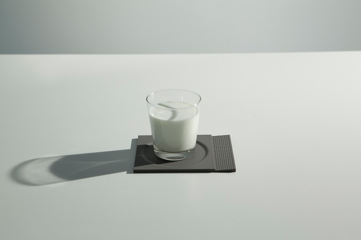 The 5 mm thick, 4:5 ratio rectangular-shaped silicone piece brings together the functions of a coaster and a resting place for little occasional utensils such as teaspoons and stirring sticks in the form of an inwards sloping edge. $10