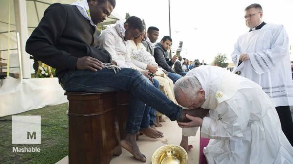Watch the video Pope kisses feet of Muslim refugees, says, 'We are brothers' on Yahoo News . Pope Francis washed and kissed the feet of Muslim, Christian and Hindu refugees Thursday and declared them all children of the same God, as he performed a gesture of welcome and brotherhood at a time of increased anti-Muslim sentiment following the Brussels attacks.