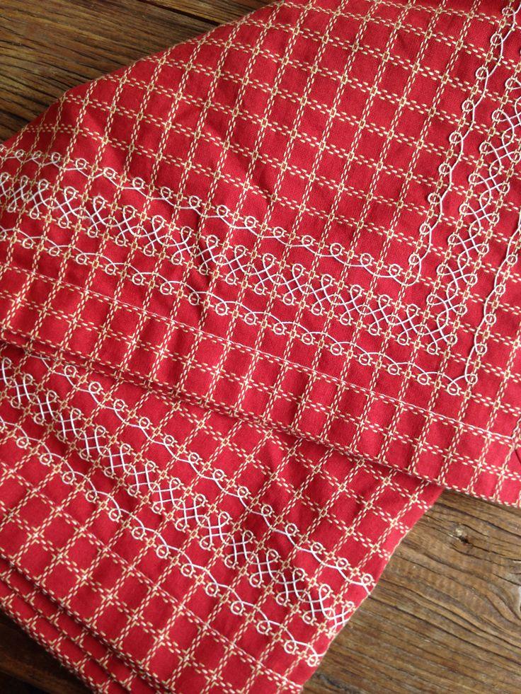"""Tafellaken van Beiers bont, broderie Suisse, handwerken, borduren, ruit veranderen """"Made by Maantje❤️"""""""