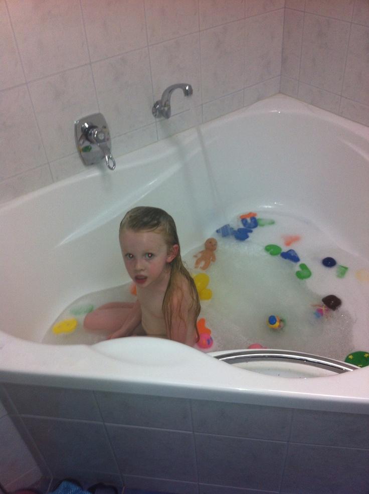 Halle in Granny's big bath