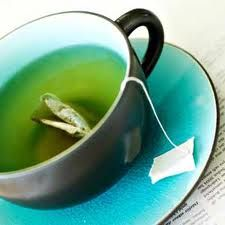 Lately, many people have been using green tea as a diet supplement in order to boost weight loss. They have been drinking the tea, adding it to moisturizers, and even downing pills of the wonder herb. Some are starting to wonder which is the most effective form of taking green tea.