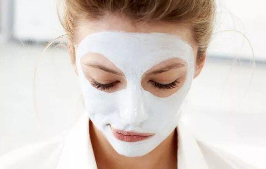 Использование масок для лица с перекисью водорода.