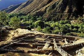 03 – Hacia el IV milenio aC., aparecieron en la costa central las primeras sociedades con arquitectura monumental que tejieron una extensa red de comercio vinculando productos de la Amazonía y en toda la costa.