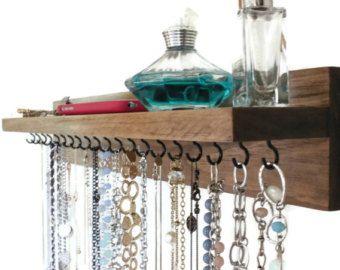 Update 12/1: Bestellung von 10. Dezember vor Weihnachten zu erhalten!    Diese handgemachte Halskette hat 16 Haken und einen eingebauten in Glas. Das Stück ist 20 lange und das oberste Regal ist 3 breit. Zwei Säge-Tooth Aufhänger auf der Rückseite installiert stellen, hängt es von der Wand einfach wie 1-2-3. Ich beinhaltet auch zwei Wand-Nägel, hängen Sie es aus.  Wählen Sie Ihre Farbe Fleck an der Kasse. Ich nehme auch Sonderanfertigungen (immer Liebe neue Ideen) also zögern Sie nicht…