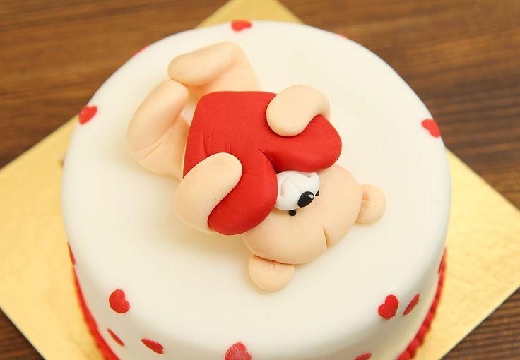 Нежный торт с мишкой, который так чувственно и со всем теплом сжимает сердечко❤️ в своих лапках, станет незабываемым подарком для любимого человека в День Всех Влюблённых☺️ Любите и будьте любимым!  Изготовление тортика как на фото возможно от 2-х кг всего за 2150₽/кг. Изготовление #фигуркиизмастики включено в стоимость торта!  Специалисты @abello.ru всегда рады помочь с выбором потрясающего и натурального десерта по единому номеру: +7(495)565-3838 Телефон/WhatsApp/Viber. Так же в помощь наш…