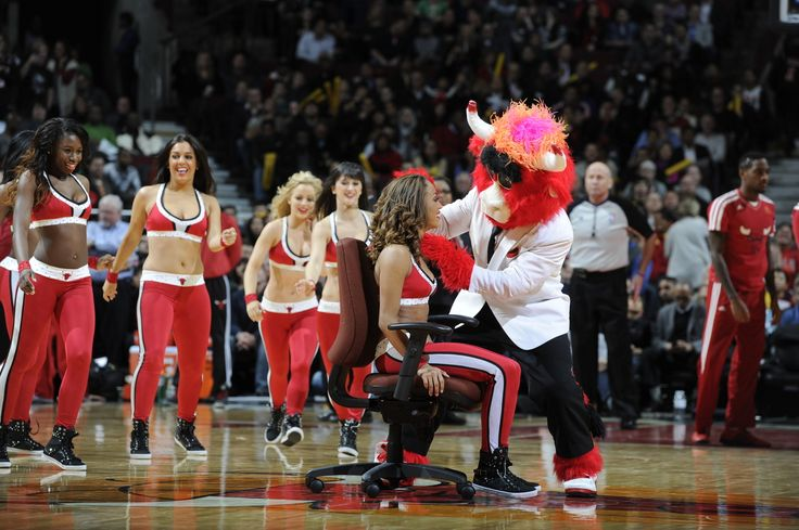 Chicago Bulls Cheerleader Surprised With Marriage Proposal During Bulls-Heat Game such a cute video!