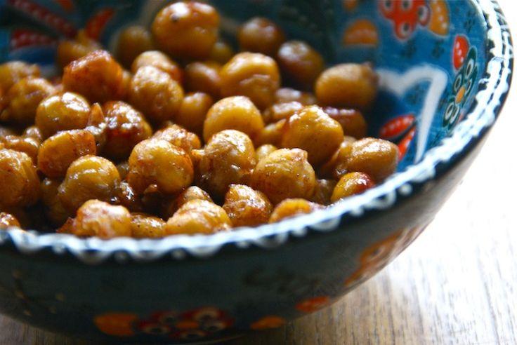 Healthy snack: 2 x geroosterde kikkererwten (zoet en spicy)