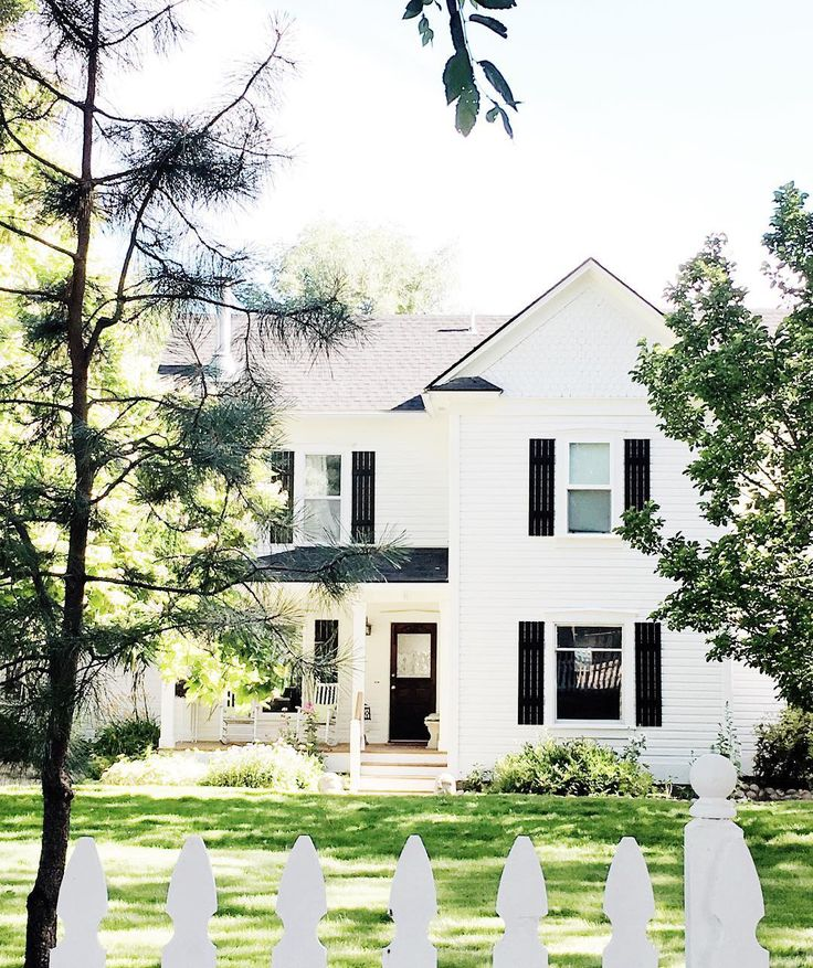 The most charming white house and picket fence. // www.studio-mcgee.com