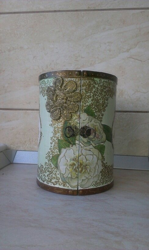 Box decoupage.