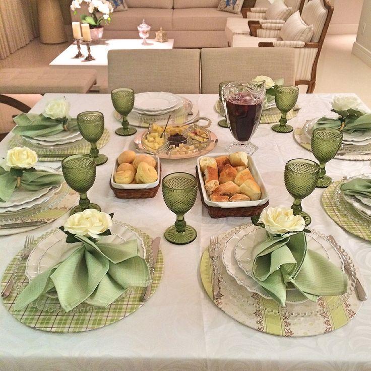 Uma linda mesa by Sousplat Royal #mesaposta #receber #sousplat #tablescape…