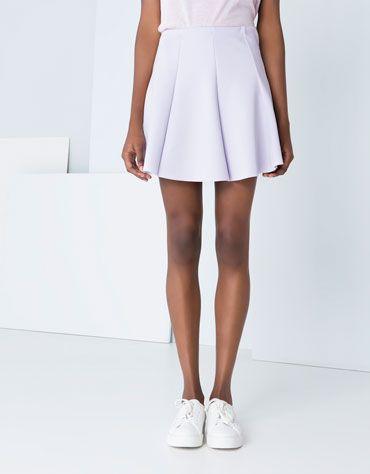 Spódnica prosta i zwykła, ale wpasuje się do każdej stylizacji.