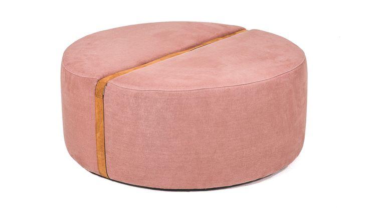 Rosa Baggen rund, linne, sammet, puff, fotpall, pall, sittpuff, rem, möbler, skinn, inredning, detalj, vardagsrum, sovrum, hall.