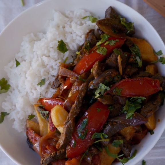 Taste the delicious combination of Peruvian and Chinese cuisine in this stir-fry.