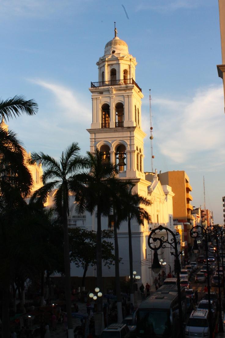 Cortes fundo un pueblo que llamo Villa Rica de la Vera Cruz.