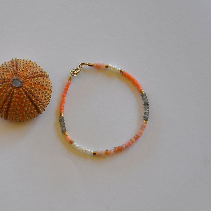 """Bracelet femme pierres fines, perles de culture et perles plaquées or : Modèle """"Elline"""" : Bracelet par kanakeis"""
