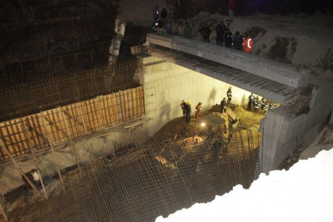 Se colapsa puente que construye el gobierno de puebla, muere un trabajador - http://notimundo.com.mx/mexico/se-colapsa-puente-que-construye-el-gobierno-de-puebla-muere-un-trabajador/17129
