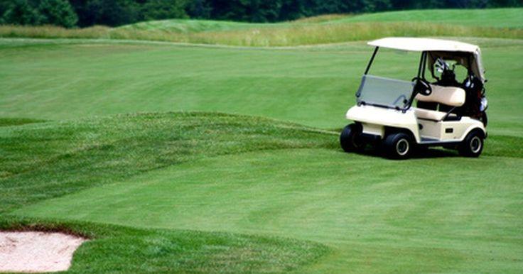 Cómo hacer que tu carrito de golf de gasolina ande más rápido. Los carritos de golf son generalmente considerados para ser usados como medio de transporte en los campos de golf, pero se han expandido a una variedad de usos y lugares, como parques, centros comerciales y grandes propiedades. Usualmente, estos carros a gasolina son fijados en fábrica para que no vayan más rápido de 10 a 15 millas por hora. Hay ...