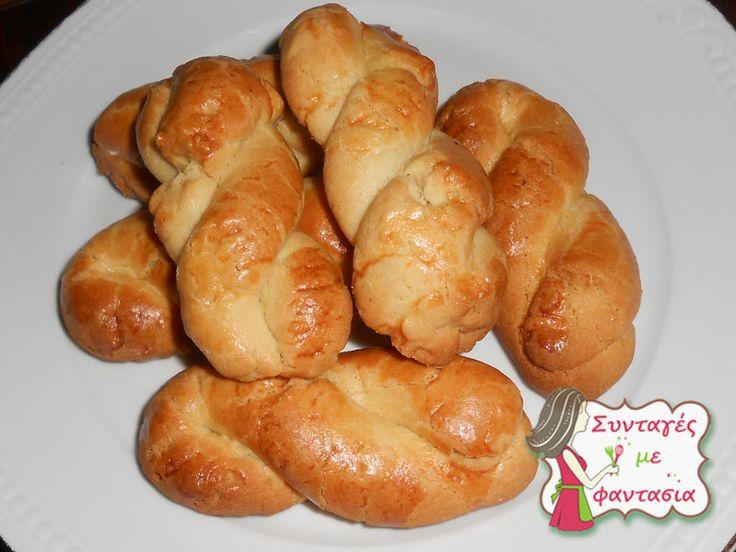 Κουλουράκια Σμυρνέικα  (πασχαλινά) : Νόστιμα, σμυρνέικα κουλουράκια. Είναι τριφτά και πολύ αρωματικά!! http://syntagesmefantasia.gr/index.php/epoxiaka/pasxa/37-koulourakia-pasxalina