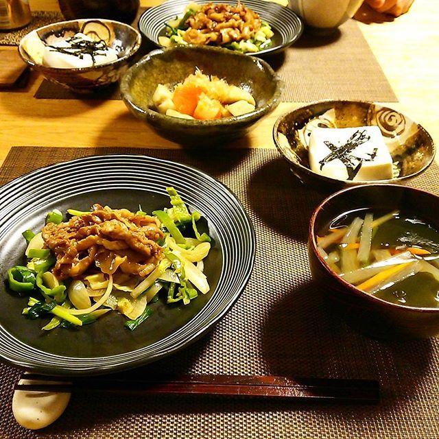 2016/11/23 22:13:30 shima_ushi 本日の晩御飯。  豚バラとたっぷり野菜の中華炒め  大根と人参の生姜スープ 里芋の煮物 温奴 オリーブオイルプラス岩塩  豚バラ炒めちょっと味が濃かったかな😅ご飯のおかずにはちょうどいいけど。  #晩御飯#夕飯#和食器#和#中華#常滑焼#器#野菜#温活#常備菜#健康  #健康
