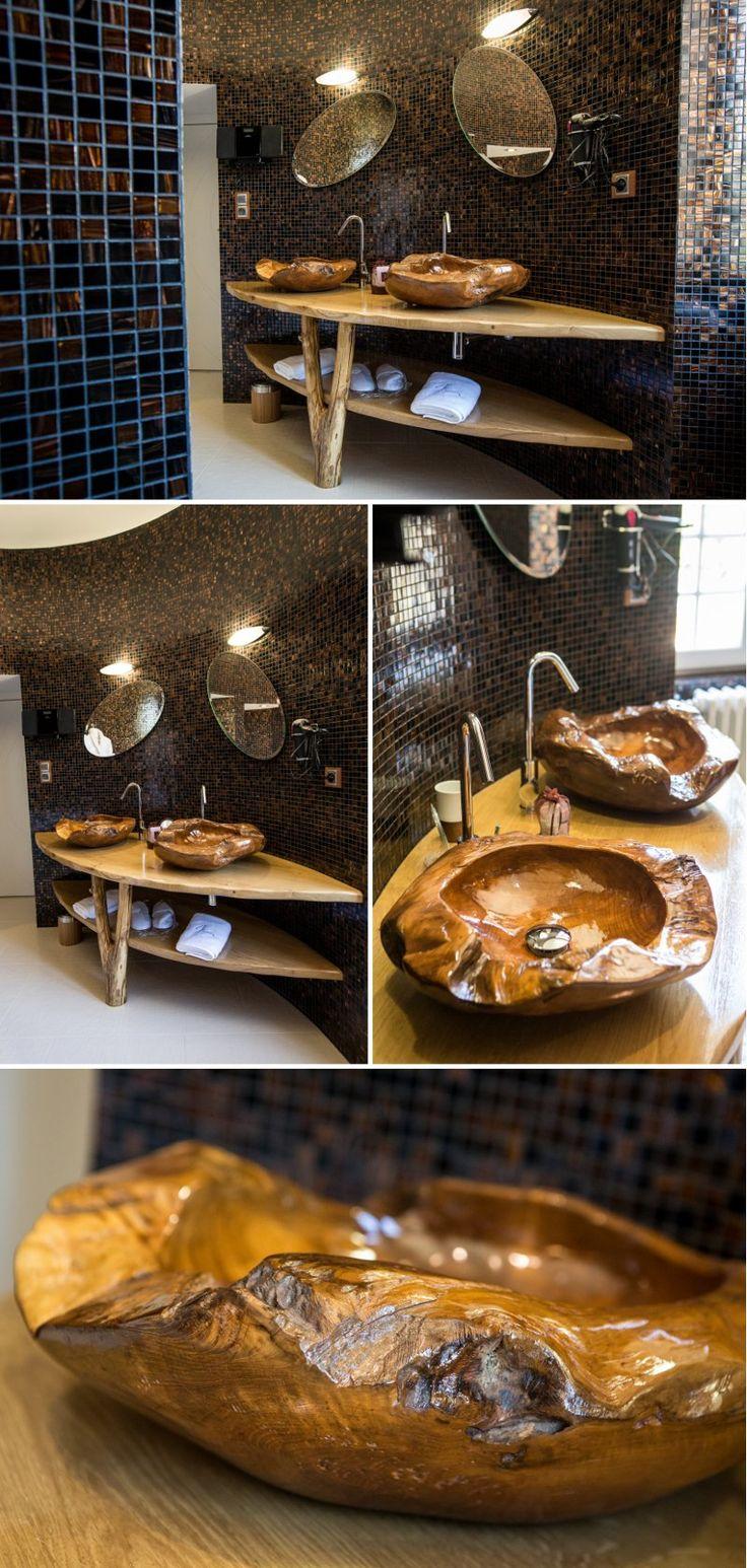 Salle de bain d'inspiration ethnique entièrement carrelée en mosaïque