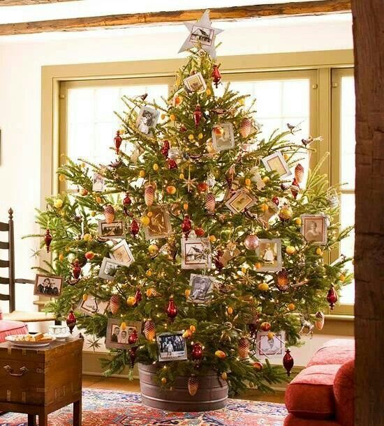 Old Christmas Tree Decorations: Beautiful Old Fashion Christmas Tree.