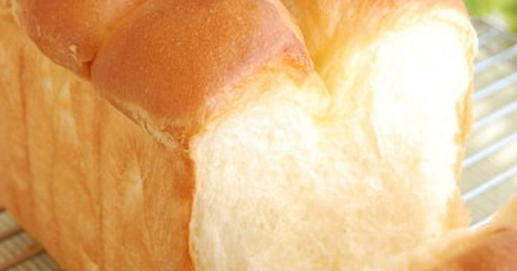 生クリームをたっぷり使い、バターで仕上げた香り高い贅沢なホテルパン。ふわんふわんの美味しさに食べ過ぎ注意!
