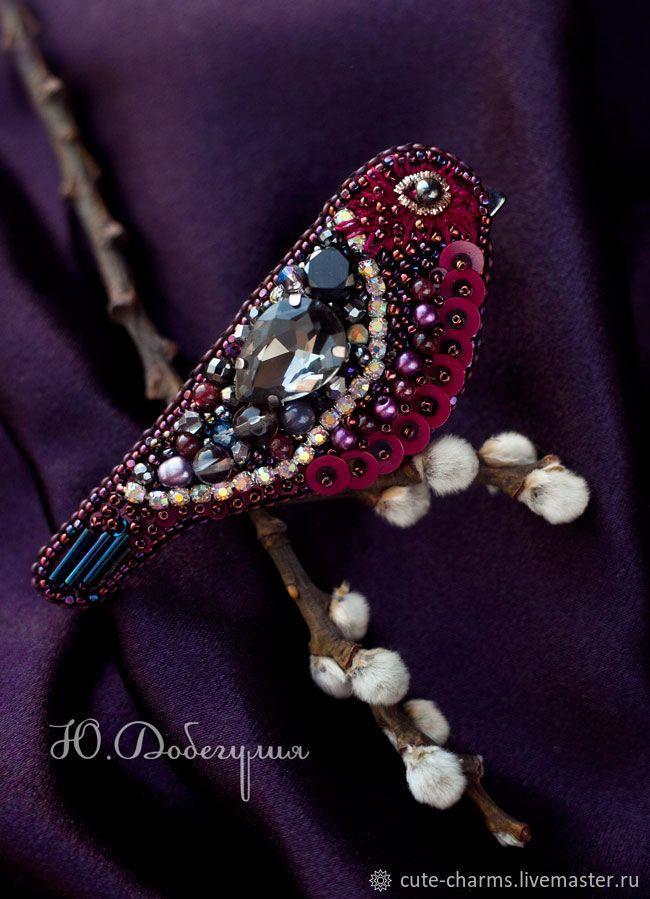 Гранатовая Амадина. Вышитая брошь птичка. Бисер, кристаллы, пайетки - купить или заказать в интернет-магазине на Ярмарке Мастеров | Эта яркая брошь-птичка, поселится на Вашем…