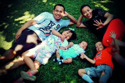 a short picnic with new 2m baby.. #family #indonesian #andhanghabsoro'sfamily