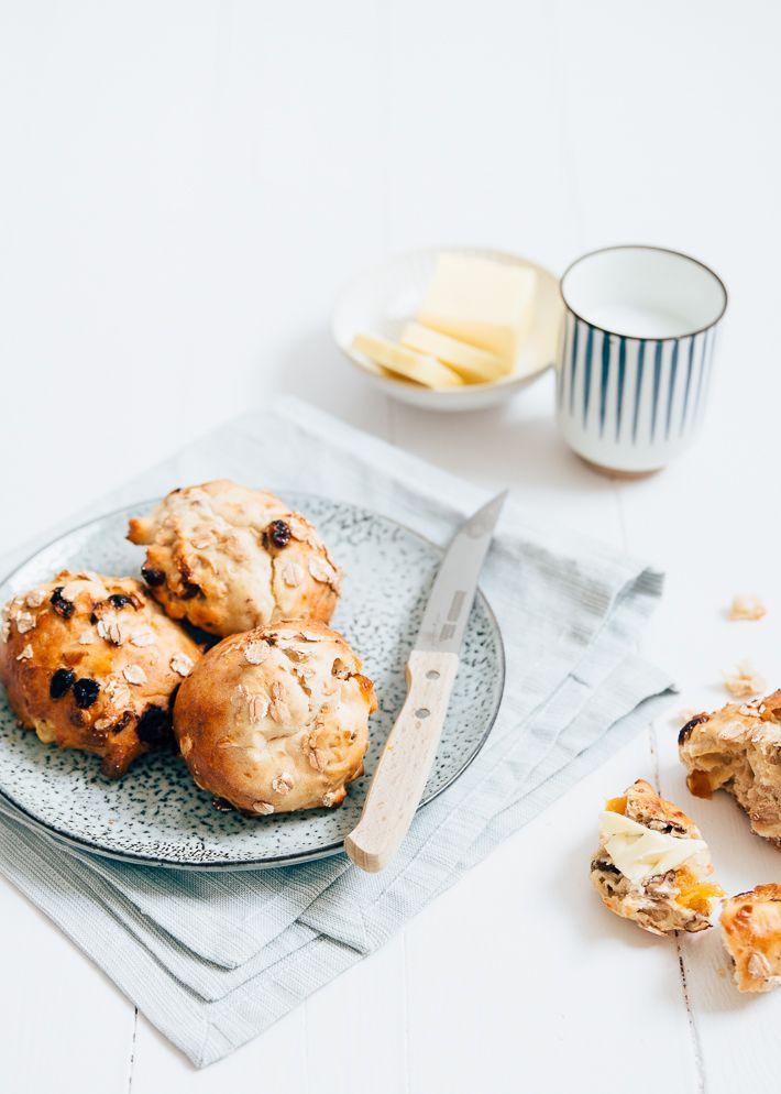 Superlekker en eenvoudig recept voor muesli kwarkbollen met noten, abrikozen en rozijnen.