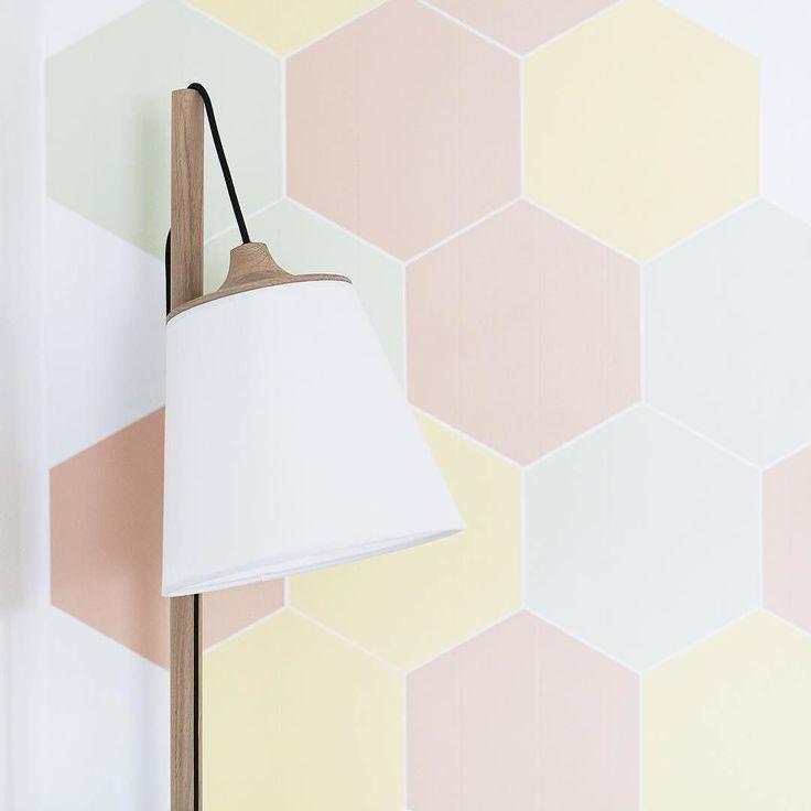 Ahh @siljesvindlandhenriksen vi elsker dette  Du er jo rå!  Inspirerende vegg!  Vakker lampe.  Vi har kun 1 Pull lamp igjen på lager. Tomt på hovedlager så neste levering blir først igjen i slutten av mars  Vær rask om du vil ha!  #nordiskehjem #mittnordiskehjem #pulllamp #muuto #color #interior #inspo #nettbutikk by nordiskehjem
